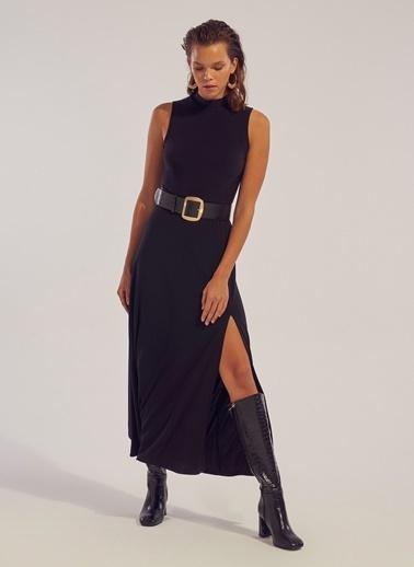 Monamoda Kolsuz Yırtmaç Detaylı Maxi Elbise Siyah